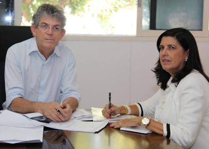 Lígia silencia ante declarações de Ricardo Coutinho mas acordo fechado em 2014 era ela assumir Governo agora