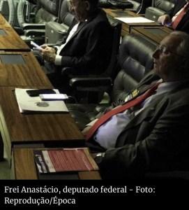 Deputado paraibano Frei Anastácio (PT) cochila no plenário durante sessão sobre Reforma da Previdência