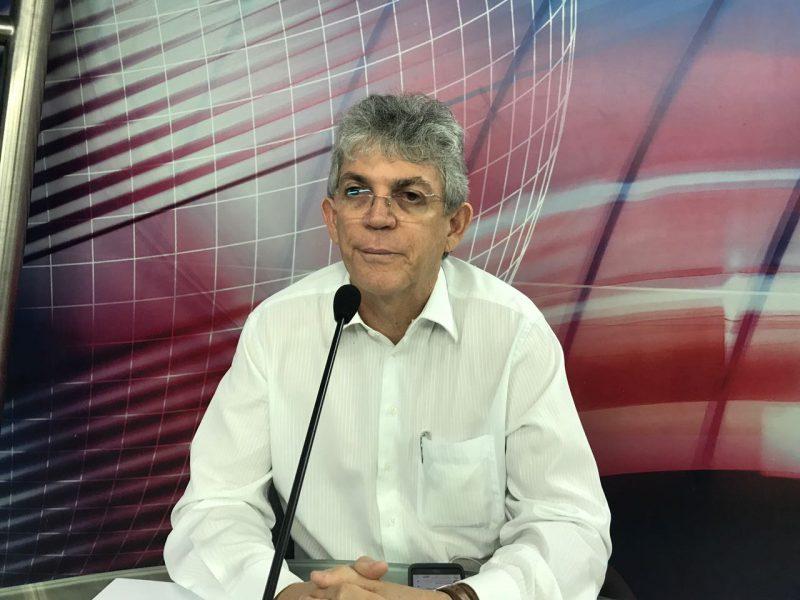 Ricardo Coutinho diz que salários de R$ 54,8 mil foram apenas pagamento de férias acumuladas no estado