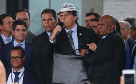 """Bolsonaro diz que filha tem """"sangue cabra da peste"""" e que ama o Nordeste"""