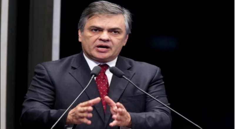 Mídia aponta falta de moral de Cássio para pedir demissão de diretor da Petrobrás